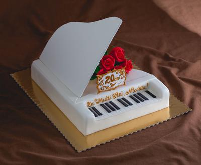 Tort în forma de pian
