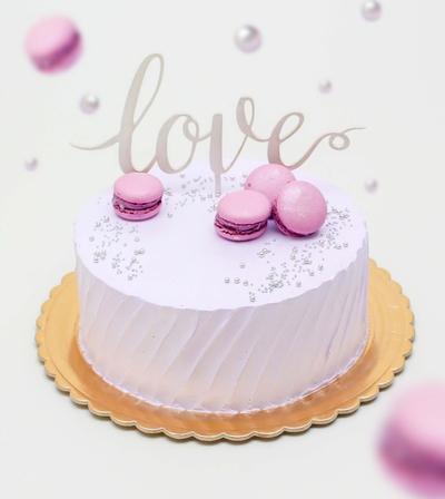 Tort Love cu macarons violet