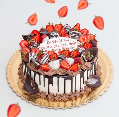 Tort cu Capșunala Zi de Naștere