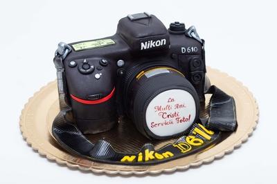 Tort in forma de aparat de fotografiat