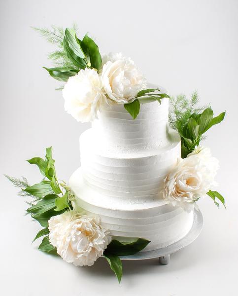 Tort pentru nuntă cu flori vii