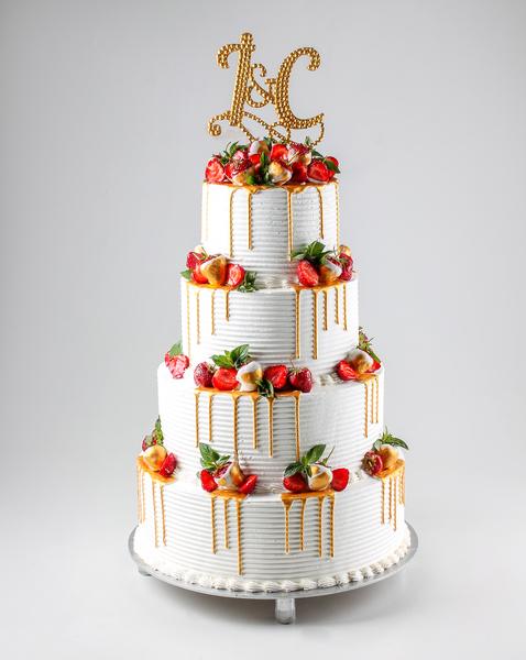 Tort de nuntă cu căpșună
